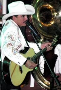Joan Con Guitarra.jpg